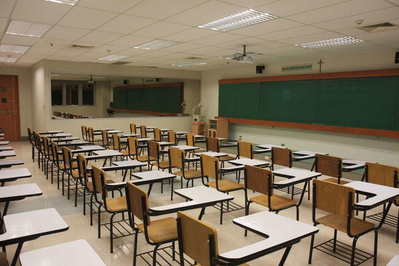 ارشادات مدير المدرسة على كيفية تحديد مجالات التدريس للمعلمين