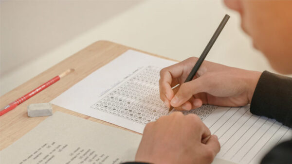 دليل المرشدة الطلابية في الاختبارات 1439 هـ