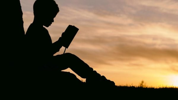 ابحث في احد مواقع الانترنت عن موضوع يتناول القراءة
