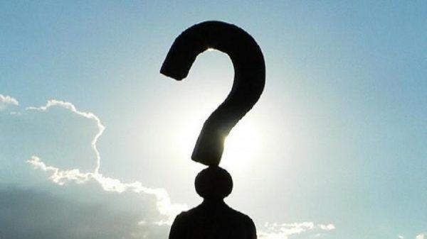 س مَاذَا نَعْمَلُ إذَا رَأَينا أو لاحَظْنَا السُّلُوكَاتِ الآتيَةِ دَاخِلَ المَسْجِد؟ البصق علي أرض المسجد