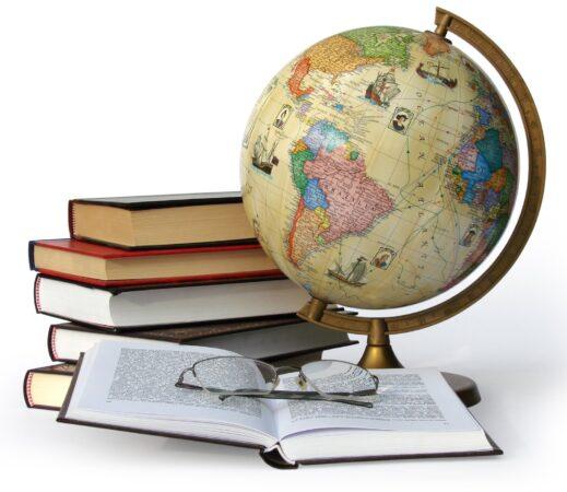 كتاب الدراسات الاجتماعية الثالث المتوسط الفصل الاول المدارس العالمية 1442 هـ - 2021 م