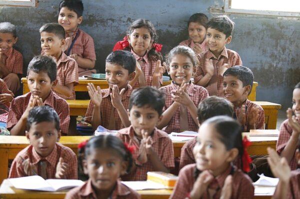 دليل المعلم الاخصائي الاجتماعي لحل مشكلات الانضباط في المرحلة الابتدائية والمتوسطة